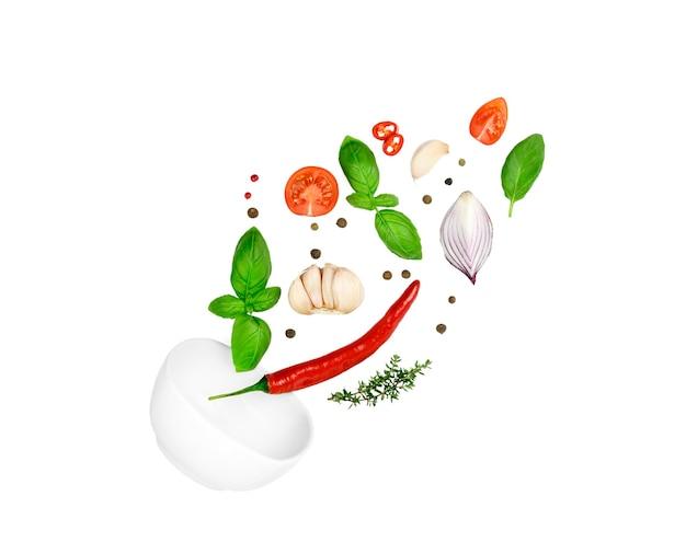 トマト、バジル、スパイス、唐辛子、にんにくのフレッシュタイム、玉ねぎが飛んでいます。
