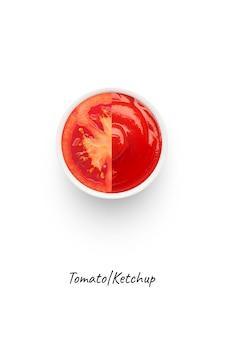 トマトケチャップのコンセプトイメージ。白い背景で隔離。ケチャップはテーブルの調味料またはソースです