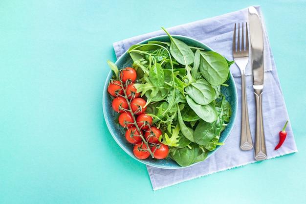 トマトサラダチェリーベジグリーンの葉フレッシュミックスグリーンほうれん草ルッコラレタスケトまたは古ダイエット