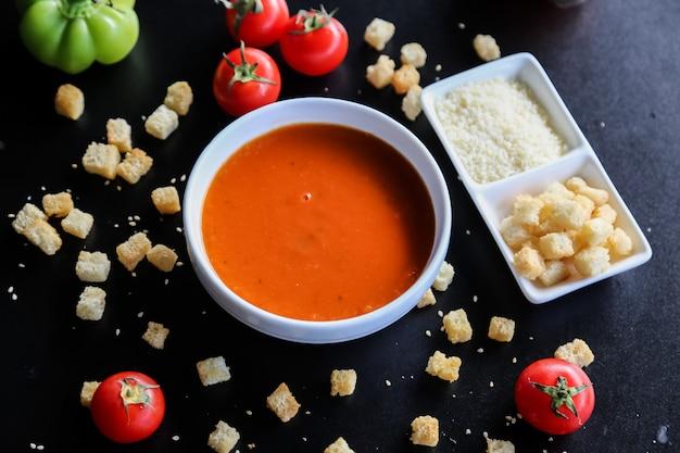 トマトスープクラッカーレモンチーズピーマンの側面図