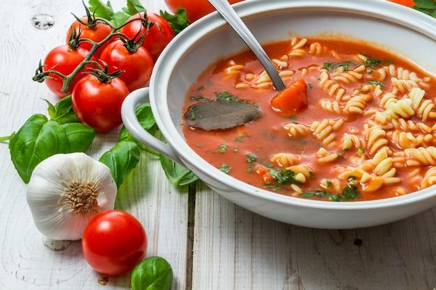 バジルとトマトのトマトスープ