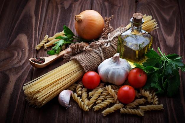 Tomato, uncooked pasta, garlic, parsley