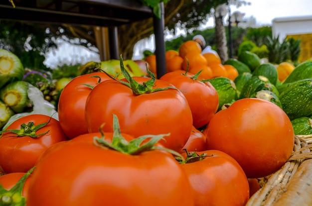 Помидоры и разные овощи