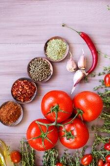 トマトとスパイス。上面図。