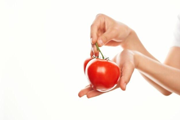 希少成分ビタミン野菜の手にトマト