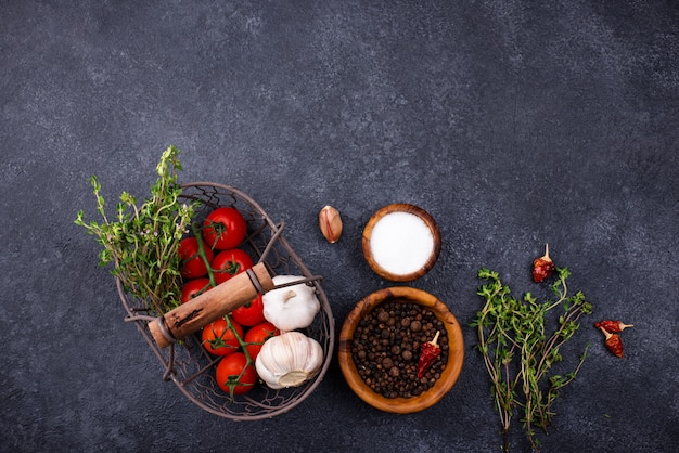 Tomatoes, thyme, garlic and spices