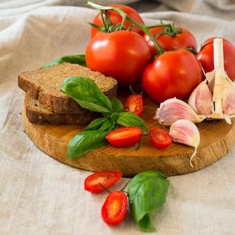 Tomatoes with basil and garlic