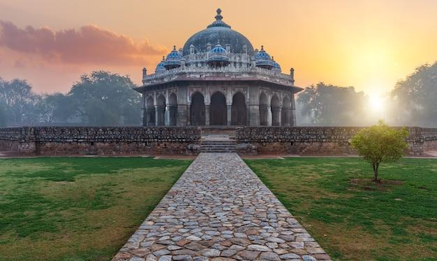 Tomb of isa khan in new delhi, india.