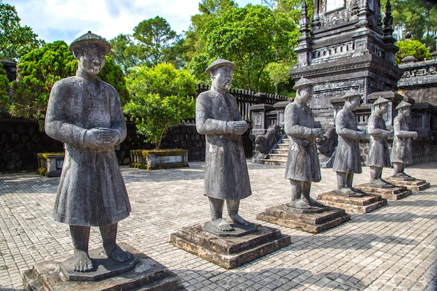 ベトナム、フエのマナダリン名誉ガードとカイディンの墓