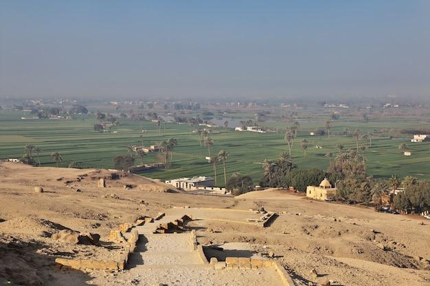 エジプトのナイル川のほとりにあるアマルナのファラオの墓