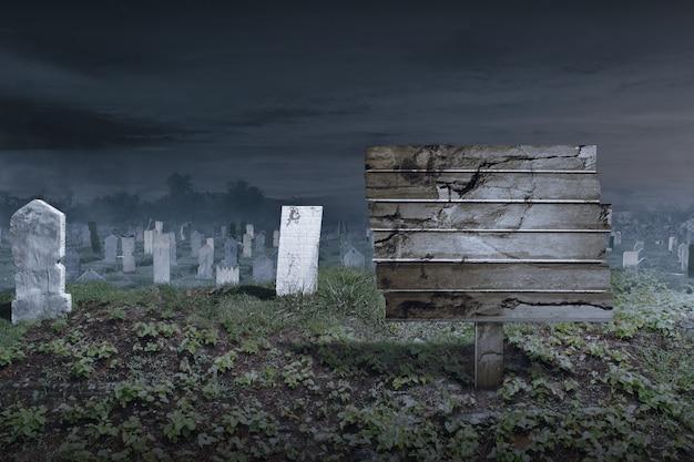 빈 나무 판자와 야경 배경이 있는 묘지의 묘비. 할로윈 컨셉