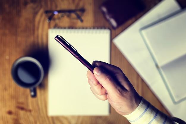 Тонированный стол писать рукой вид сверху