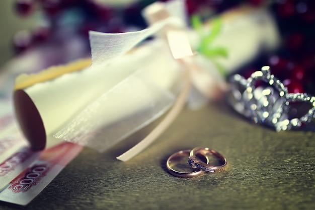 톤된 결혼 반지 배경 초대장