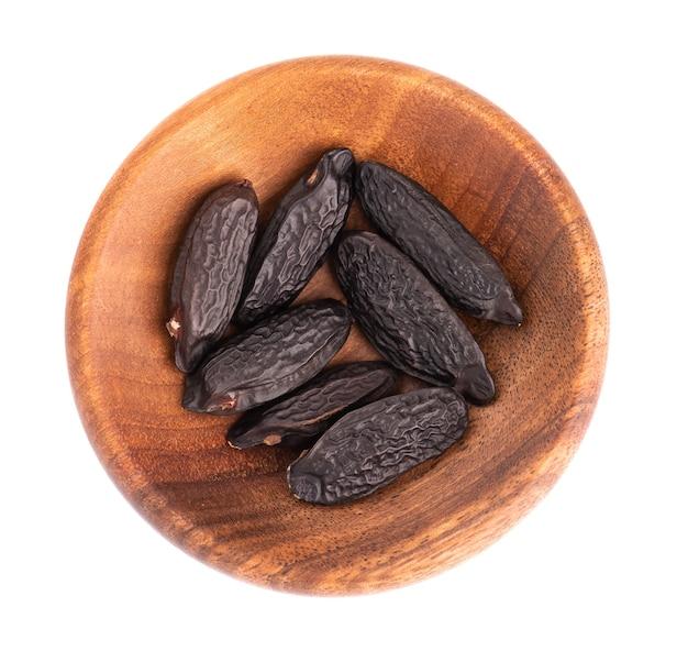 木製のボウルにトンカ豆