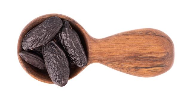 木のスプーンでトンカ豆