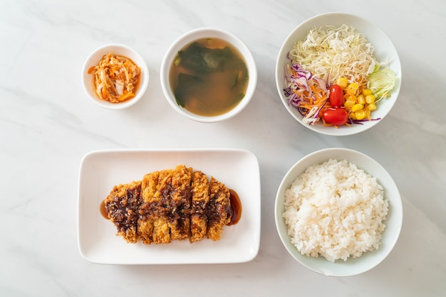 とんかつ-とんかつ-ご飯セットで揚げた-日本食スタイル