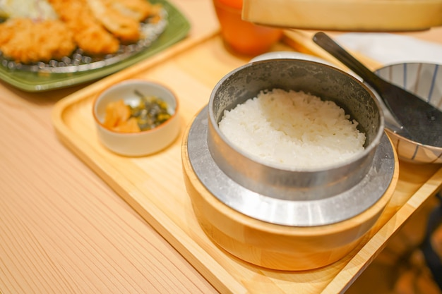 豚カツとご飯のとんかつは美味しい日本食として有名です