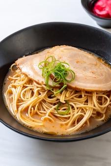 Tonkotsu ramen noodles with chaashu pork