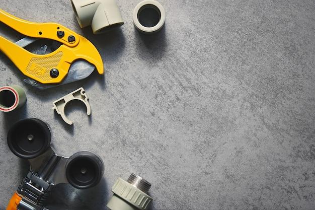 플라스틱 파이프 pp 및 pvc 용접 도구 노란색 납땜 인두 가위 및 피팅 평면도