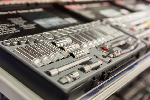 많은 강철 머리 근접 촬영 도구 상자입니다. 워크샵 및 서비스 장비
