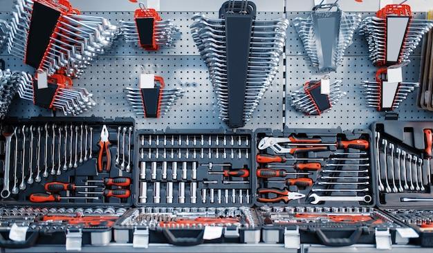 ツールストアのクローズアップのツールボックスとキット、ラチェットヘッド