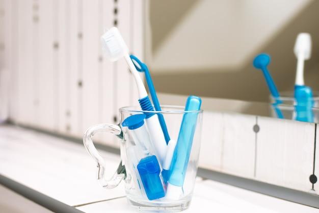 歯科治療のためのツール。歯科衛生士とケアのコンセプト