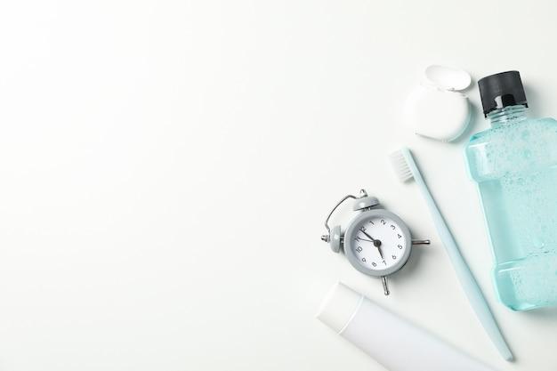 白い表面の歯科治療のためのツール