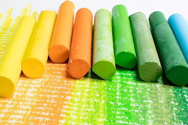 Инструменты для рисования и творчества