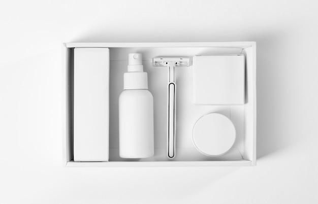 수염과 면도기 손질 도구