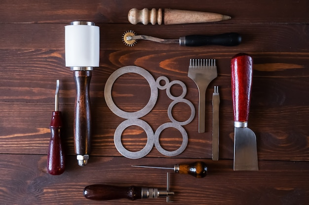 Инструменты для изготовления изделий из натуральной кожи.