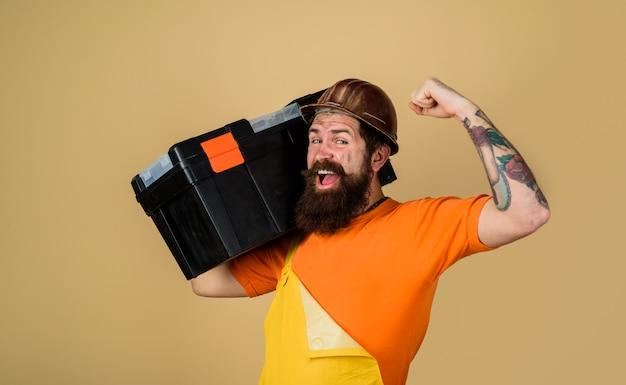 Инструменты для ремонта ремонт разнорабочий концепция ремонтник в целом держать ящик для инструментов ремонтный комплект счастливый строитель