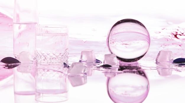 Инструменты для коррекции зрения. очки и линзы с диоптриями на фоне брызг и размыто.