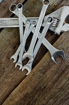木製のテーブルのツール