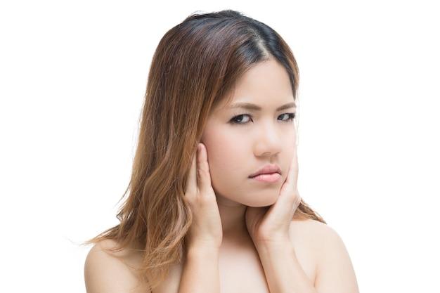 Азиатская женщина зубной боли, изолированные на белом фоне