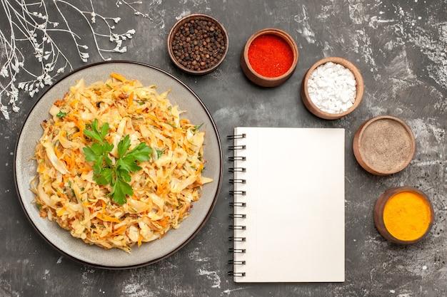 상위 클로즈업보기 양배추 식욕을 돋우는 양배추 다채로운 향신료 분기 흰색 노트북