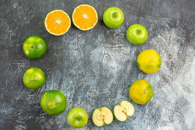 Top close-up view citrus fruits the appetizing citrus fruits are laid out in a circle