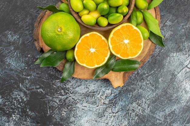 上部のクローズアップビュー柑橘系の果物食欲をそそる柑橘系の果物オレンジ葉とみかん