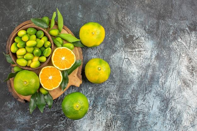 上部のクローズアップビュー柑橘系の果物さまざまな種類の柑橘系の果物のまな板
