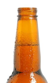 白い背景の上にキャップのないボトルの上部