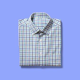 파란색 배경에 고립 접힌보기 셔츠를 위로 가기. 디자인 프로젝트에 적합합니다.