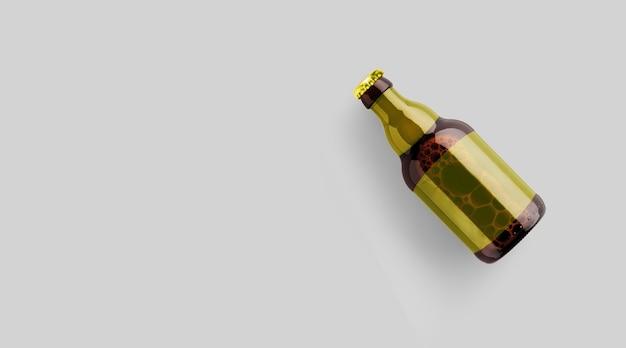 회색 배경에 격리된 빈 노란색 템플릿이 있는 위쪽 보기 갈색 맥주 병. 맥주 축제 개념입니다.