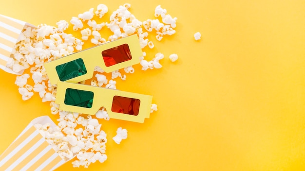 Top view 3d glasses with delicious popcorn