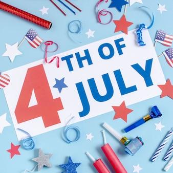 Вид сверху 4 июля знак с украшением дня независимости