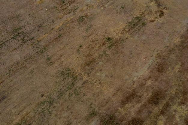 Аэрофотоснимок вида сверху с дрона ландшафта пустынной долины. красивая природа с копией места для рекламы.