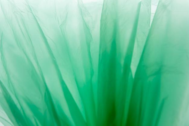 Disposizione vista dall'alto di sacchetti di plastica verdi