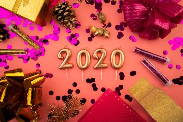 Расположение вида сверху 2020 новогодних цифр