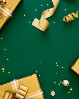 축제 포장 된 선물의 상위 뷰 배열