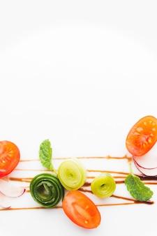 Вид сверху расположение овощей с копией пространства