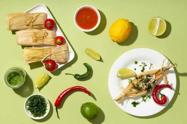 Disposizione vista dall'alto degli ingredienti tamales