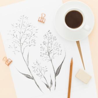 Вид сверху художественный карандашный рисунок с чашкой кофе